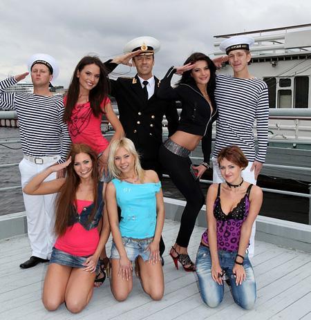 Морячки сняли хорошеньких молоденьких шлюшек