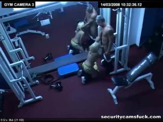 Скрытая камера в спортзале порно