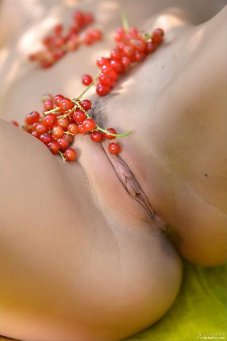 MPLStudios: Michaela Isizzu - Garden Variety (26*09*2014)