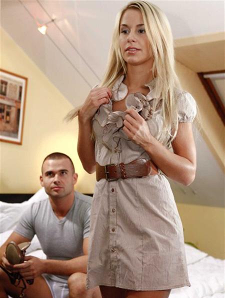 Нежные и чувсвенные ласки а также страсть и секс с блондинкой