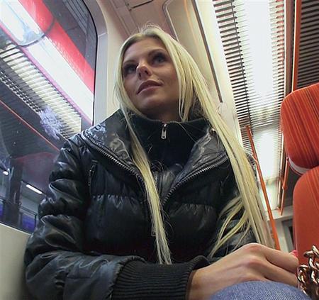 Любительский ролик со взрослой блондинкой
