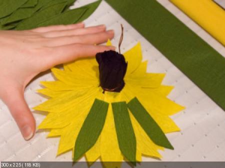Цветы из гофрированой бумаги De6e58cacaa18ab6f2007408c18fbd46