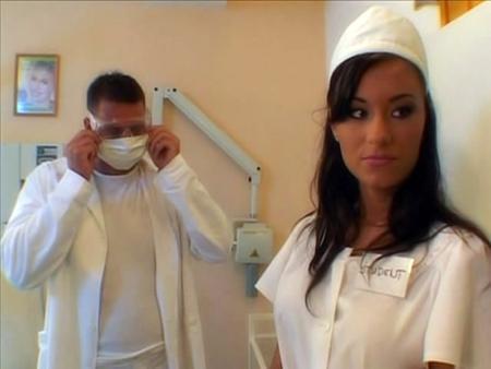 Врач уделал в попку обалденную медсестричку